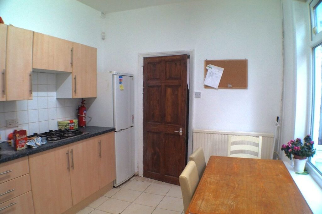5 bed,prof or student in popular area,FILEY RD,close to public transport,Saisburys access to Uni,