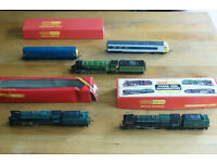 LARGE COLLECTION updated Hornby train set locos rails platforms etc