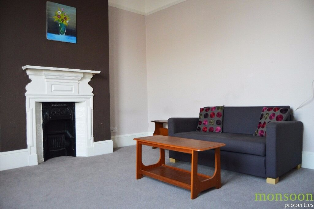***GONE!!*** 2/3 BEDROOM FLAT, FULLY FURNISHED, CLOSE TO STATION AND BUS, N13