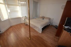 spacious double room in Philip Lane - all inclusive - £180 per week