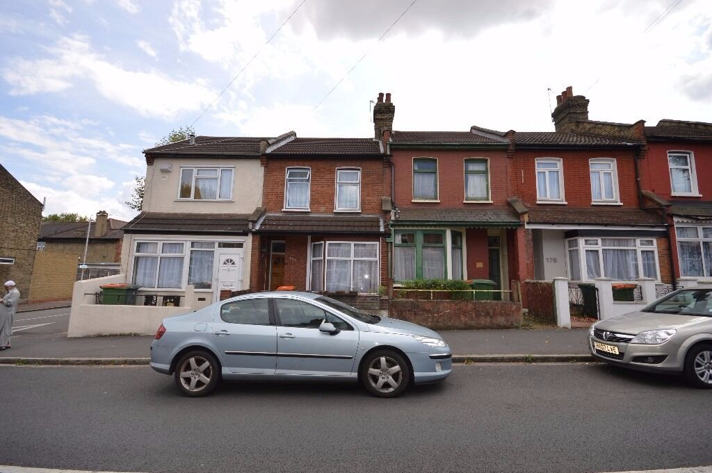 Spacious 2 Bedroom House in Manor Park