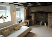 Pretty 2 Bed Cotswold Stone cottage with big sunny garden, parking and train station in the village