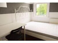AVAILABLE NOW SPACIOUS 4/5 BEDROOM FLAT IN MILE END ZONE 2, QUEEN MARY STUDENTS WELCOME