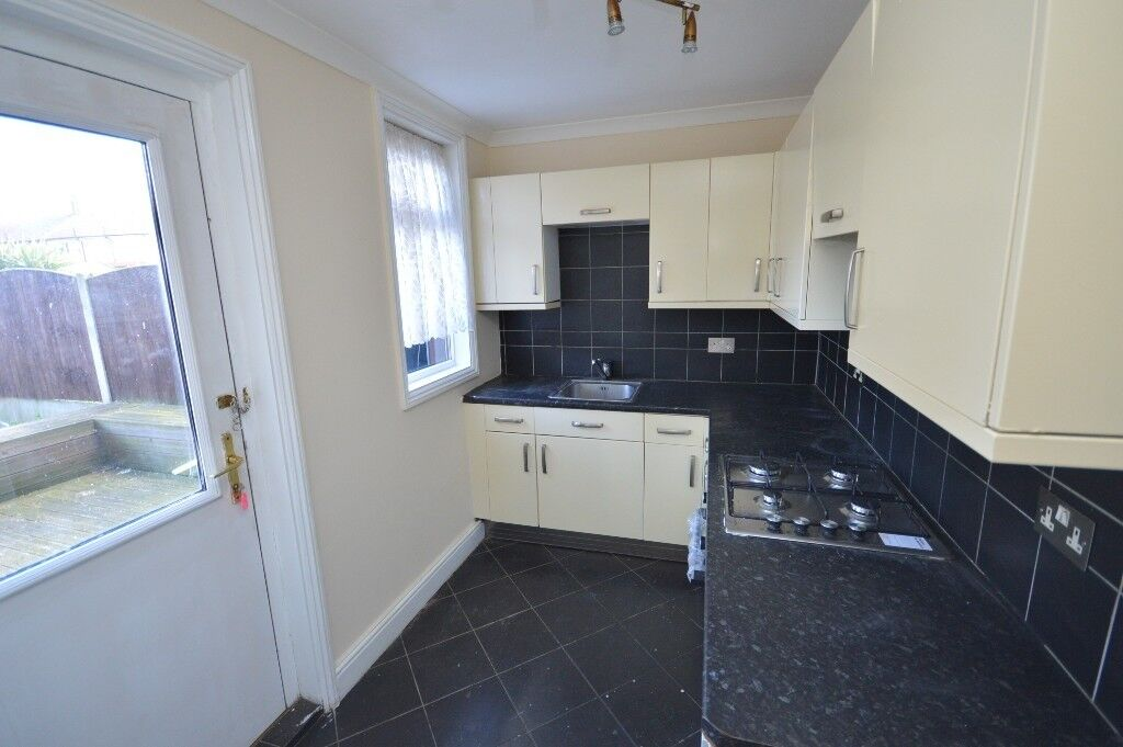 Fabulous Spacious 3 Bedroom House In Dagenham Dss Welcome In Home Interior And Landscaping Synyenasavecom
