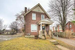 Great Downtown Location 5 Bedroom Student House