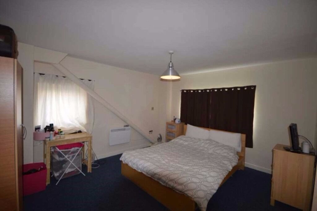 stunning 2 double bed apartment in west ham, the property is currently been redecorated though out.