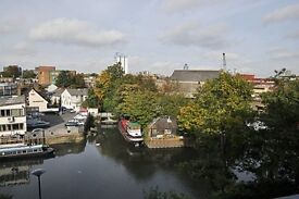 GREAT VALUE 1 BED FLAT - ONLY £1300 INCLUDES BILLS - WILL RENT FAST - VIEW TODAY - BRENTFORD DOCK