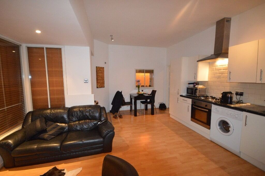 ONE BED ROOM - STUNNING STUNNING STUNNING - MUST SEE PROPERTY - E14