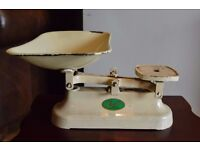 Antique Vintage Cream Lincoln British Metal Weighing Scales