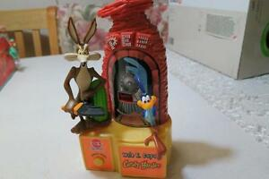 Vintage Cap Candy Pez 1998 Wile E. Coyote Train Candy Dispenser