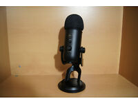 Blue Yeti Microphone (Black) with Pop Filter