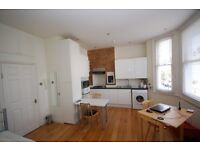 MIND BLOWING STUDIO APARTMENT, SECONDS AWAY FROM SOUTHFIELDS STATION - £950PCM!!