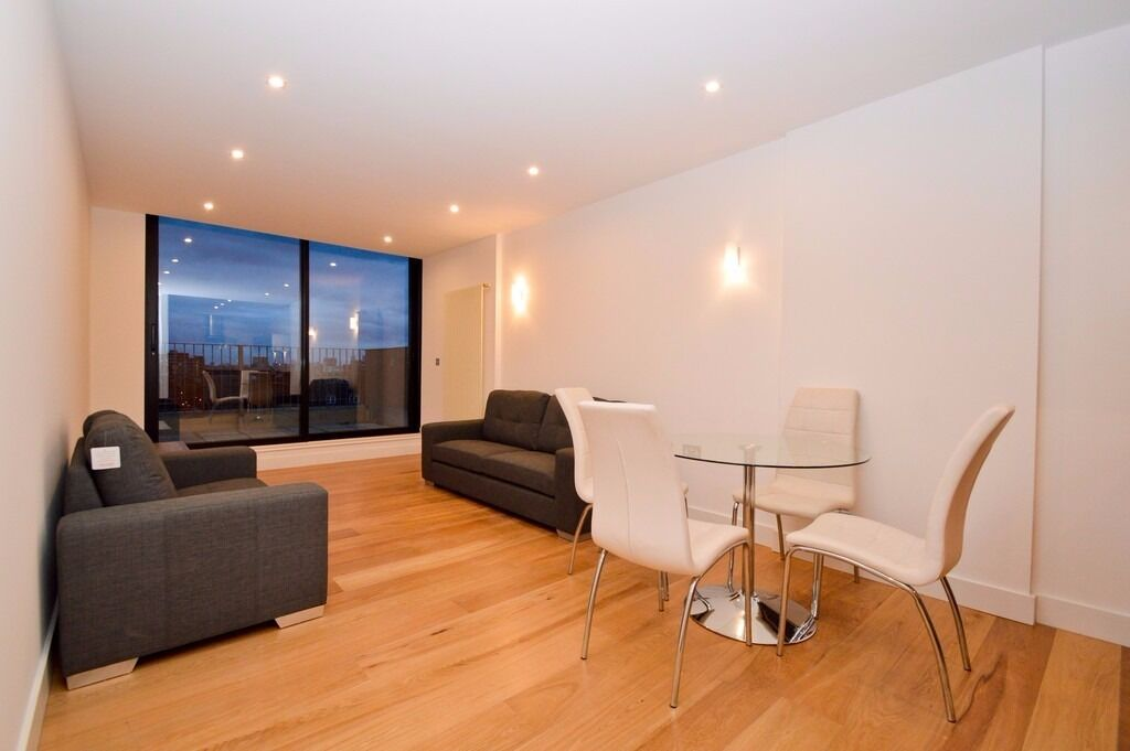 ***LUXURY APARTMENT WITH PRIVATE TERRACE TO RENT IN WHITECHAPEL - CLOSE TO STATION & THE CITY***