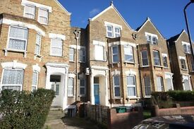 Bright and Spacious 3 Double Bedroom apartment with a large open plan fully fitted kitche/dinner
