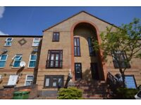 LARGE TOWN HOUSE spacious 4 Bedroom, 2 bathroom 1 reception walking distance to Beckton DLR station