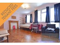 Lovely 4 bedroom split level maisonette with balcony in Oval - SW9