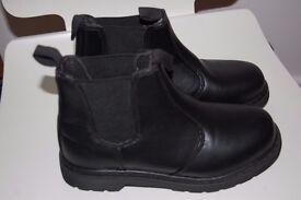 Boys girls unisex school shoes boots size 2