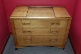 ANTIQUE OAK 1920,s CHEST OF DRAWERS IN V.G.C