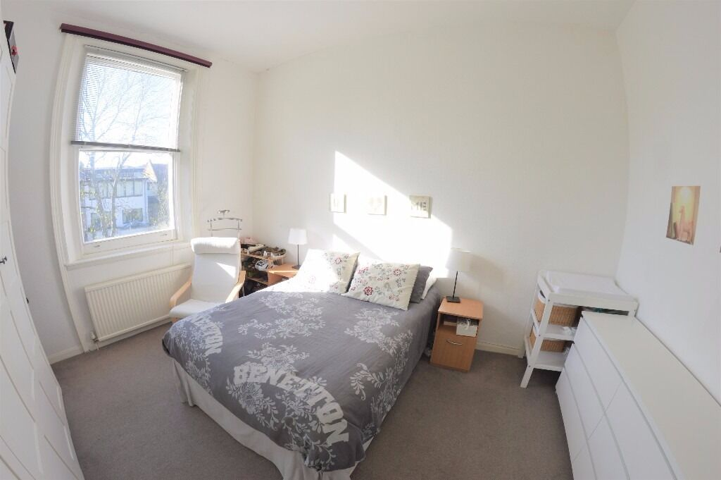 Spacious 2 bedroom flat in Belsize Park close to the station