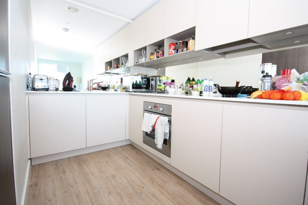 1 bed apartment in the Hudson Building, in the OneSE8 development near the Deptford Bridge DLR
