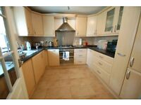 2 bedroom flat in Wheatley Close, Hendon, NW4