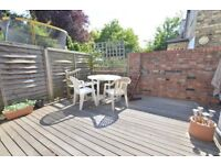 SPACIOUS ONE BEDROOM GARDEN FLAT - WALKING DISTANCE TO ARSENAL STATION. CALL NOW!
