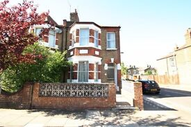 Furnished 2 Bedroom Flat With Spacious Open Planned Close to Manor House Underground Station Zone 2.