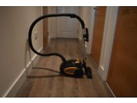 Vacuum Cleaner. Vytronix, 800W