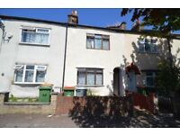 3 double bedroom conveniently located next to barking road Plaistow, MUST SEE
