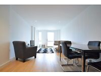 Lighteridge Court - Beautiful two bedroom apartment overlooking the Thames and close to amenities