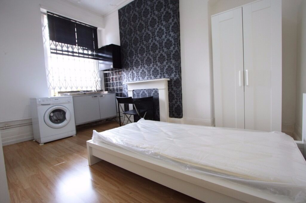 LOVELY STUDIO IN THE HEART OF WIMBLEDON!
