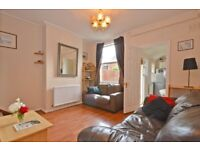 Lovely three bedroom Cottage house with private garden. Short walk away from Tooting Bec station!