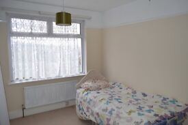 single room available in High Wycombe, closed to town centre, all inclusive £385 only
