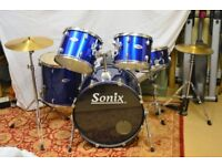 A 7 piece Sonix drum kit (blue) in excellent condition.