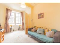 Bright, 1 bedroom, 1st floor flat in much sought-after area – available NOW!