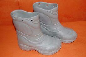 Grey light weight unisex boys girls wellington boots size 12/13