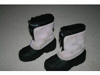 Girls snow boots size 12/13