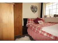 Furnished double bedroom in a luxurious house on Town Lane in Stanwell, Staines