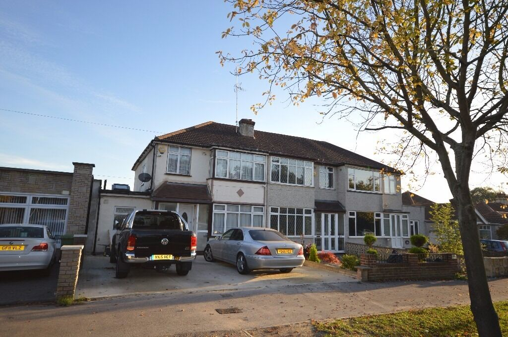 ***PERFECT FIVE BEDROOM FAMILY HOME IN RM3***