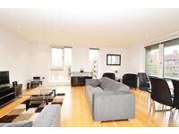 Incredible 3 bedroom flat to rent in Shoreditch with balcony in master bedroom and living room