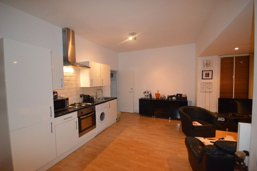 Stunning one bedroom apartment in Limehouse !!!