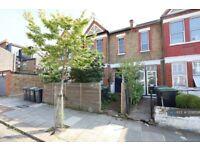 2 bedroom flat in Ferndale Road, London, N15 (2 bed) (#1209556)
