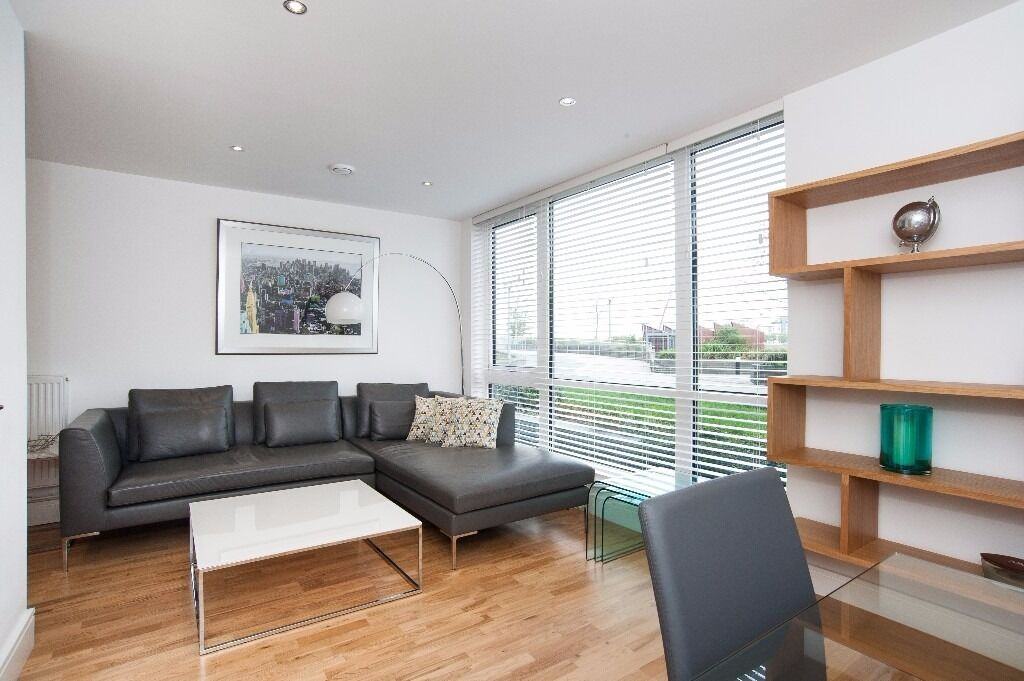 @ Stunning two bed two bath duplex apartment with river views - close to DLR - on-site market & shop