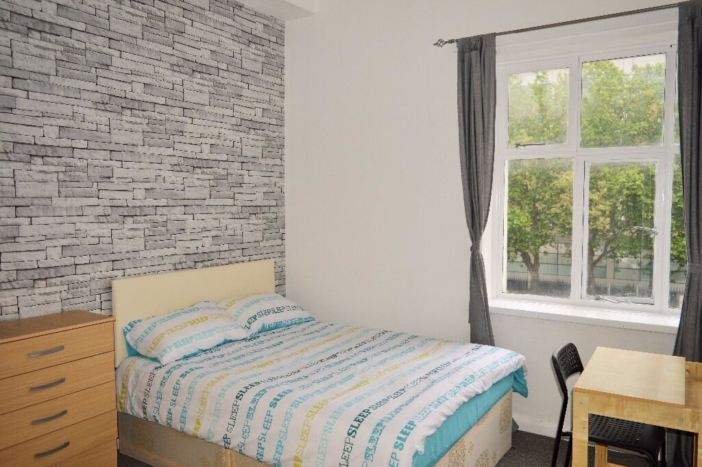 OPPOSITE ROYAL LONDON - SPACIOUS THREE BEDROOM APARTMENT IN WHITECHAPEL WITH ALL BILLS INCLUDED