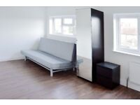 LARGE MODERN EN SUITE ROOM LOCATED IN ACTON/CHISWICK AVAILABLE IN JANUARY FOR £850 PER MONTH!
