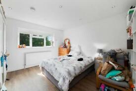 Studio flat in Finchley Road, Golders Green, NW11