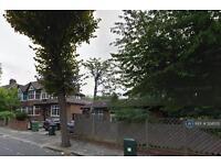 2 bedroom flat in Brunswick Road, London, W5 (2 bed)