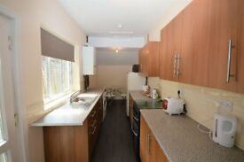 ***STUDENTS *** 3 BEDROOMS **** AVAILABLE NOW FOR THIS ACADEMIC YEAR**** NO FEES !!!