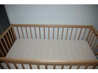 Cot bed with a mattress in excellent condition. LIKE NEW!!!!!!!!!!!!!!!!!!!!!!!!!!