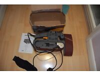 TOOLTEC 800W BELT SANDER 533X74MM BELT SIZE WITH DUST BAG AND 2 SPARE BELTS